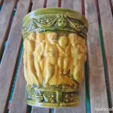 Antigüedades: PIEZA EN CERAMICA VIDRIADA FIGURAS EN RELIEVE DE ANGELES O NIÑOS DESNUDOS CERAMICA CARRECIO SEVILLA. Lote 288045743