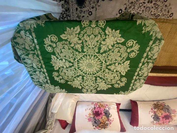 Antigüedades: Antiguo mantel de mesa verde con dos caras con detalles florales bordados . Ver fotos - Foto 4 - 288062058