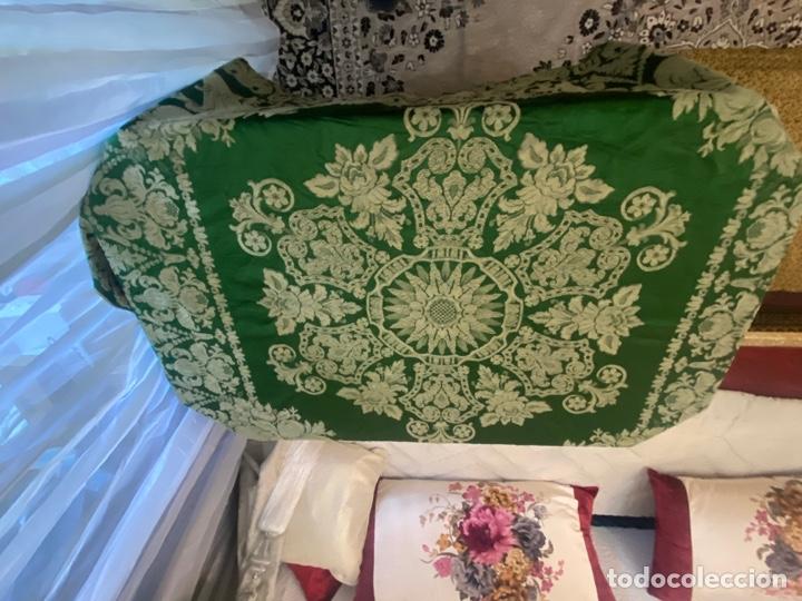 Antigüedades: Antiguo mantel de mesa verde con dos caras con detalles florales bordados . Ver fotos - Foto 5 - 288062058