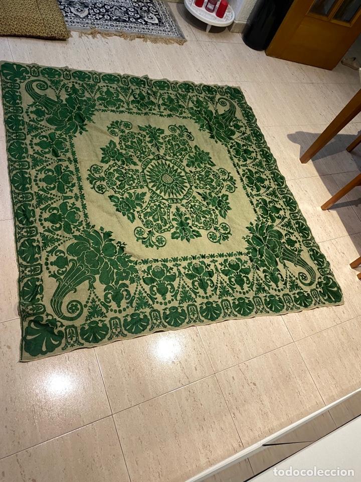 Antigüedades: Antiguo mantel de mesa verde con dos caras con detalles florales bordados . Ver fotos - Foto 6 - 288062058