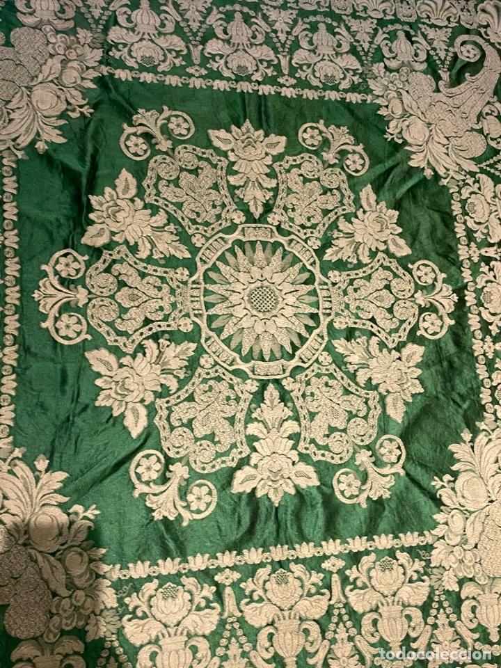 Antigüedades: Antiguo mantel de mesa verde con dos caras con detalles florales bordados . Ver fotos - Foto 8 - 288062058