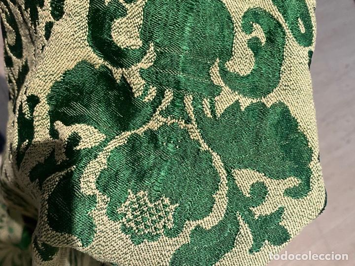 Antigüedades: Antiguo mantel de mesa verde con dos caras con detalles florales bordados . Ver fotos - Foto 11 - 288062058