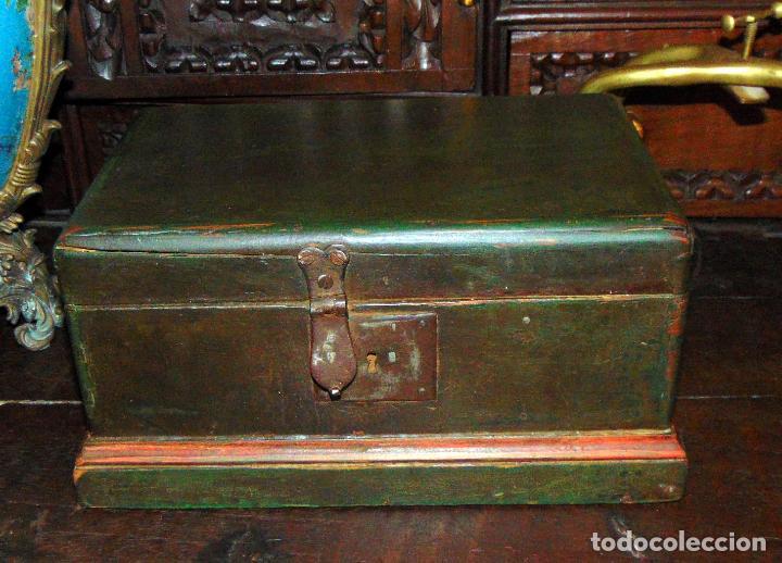 BONITA CAJA POLICROMADA, FINALES SIGLO XVIII, SANA 29X18X15 (Antigüedades - Hogar y Decoración - Cajas Antiguas)