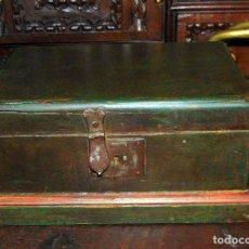 Antigüedades: BONITA CAJA POLICROMADA, FINALES SIGLO XVIII, SANA 29X18X15. Lote 288310238