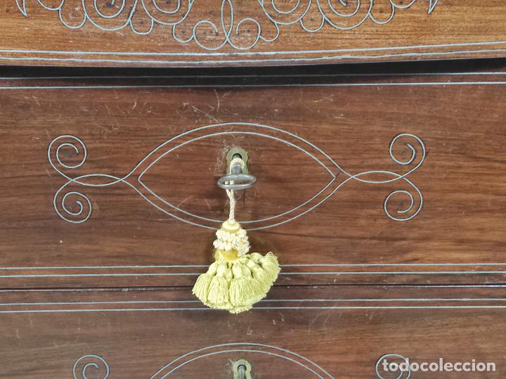Antigüedades: Cómoda Isabelina - Madera de Caoba - Marquetería en Zinc - S. XIX - Foto 6 - 288430973