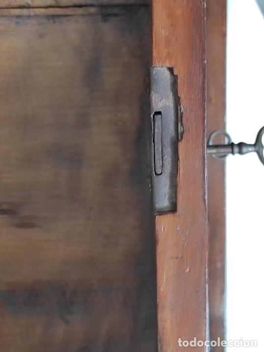 Antigüedades: Cómoda Isabelina - Madera de Caoba - Marquetería en Zinc - S. XIX - Foto 12 - 288430973