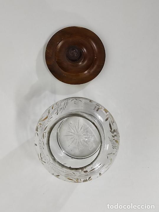Antigüedades: Bombonera, Caramelera - Cristal Tallado y Dorado - Tapón en Madera de Olivo - Foto 5 - 288432578