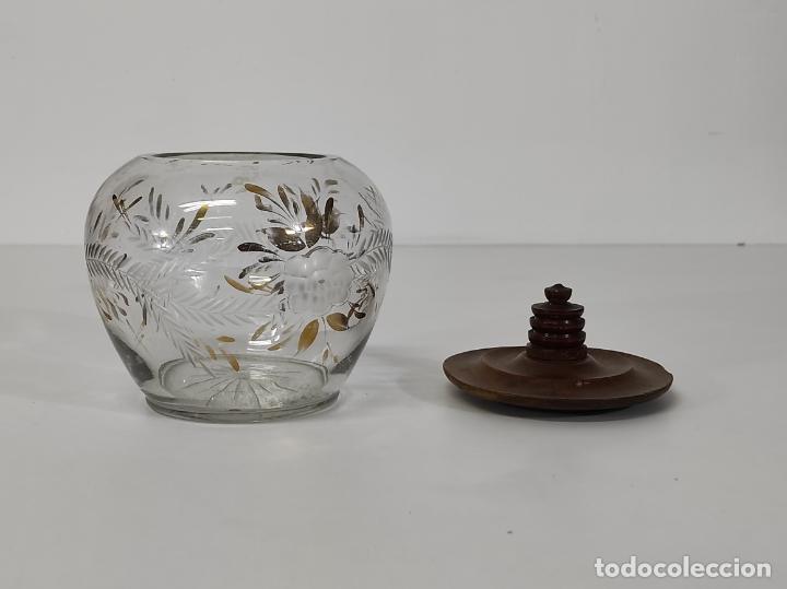 Antigüedades: Bombonera, Caramelera - Cristal Tallado y Dorado - Tapón en Madera de Olivo - Foto 8 - 288432578