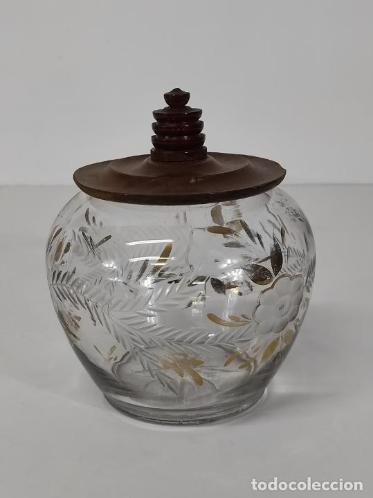 Antigüedades: Bombonera, Caramelera - Cristal Tallado y Dorado - Tapón en Madera de Olivo - Foto 9 - 288432578