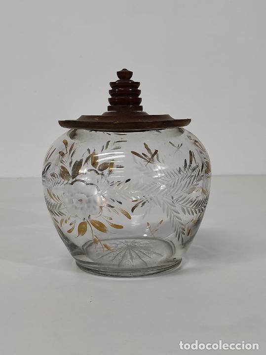 Antigüedades: Bombonera, Caramelera - Cristal Tallado y Dorado - Tapón en Madera de Olivo - Foto 10 - 288432578