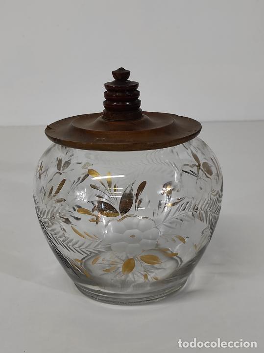 BOMBONERA, CARAMELERA - CRISTAL TALLADO Y DORADO - TAPÓN EN MADERA DE OLIVO (Antigüedades - Cristal y Vidrio - Otros)