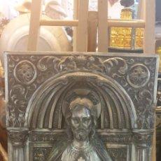 Antigüedades: SAGRADO CORAZON DE JESUS ANTIGUO METAL PLATEADO. Lote 288434038