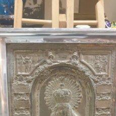 Antigüedades: VIRGEN DE LA MACARENA METAL PLATEADO REPUJADA. Lote 288434308