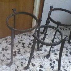 Antigüedades: SOPORTE HIERRO MACETAS, LOTE. Lote 288365918