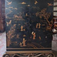 Antigüedades: ARMARIO EN MADERA LACADA. ESCENAS ORIENTALES. ESTILO ART DECÓ. CHINA. CIRCA 1930.. Lote 288440768