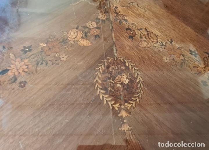 Antigüedades: COMODA EN MADERA DE CHICARANDA. MARQUETERIA DE BOJ. ESTILO LUIS XV. CIRCA 1940. - Foto 5 - 288454298