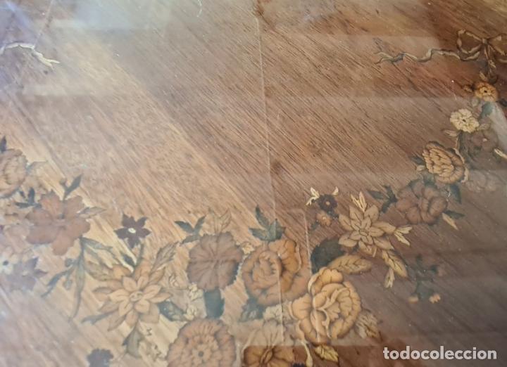 Antigüedades: COMODA EN MADERA DE CHICARANDA. MARQUETERIA DE BOJ. ESTILO LUIS XV. CIRCA 1940. - Foto 8 - 288454298
