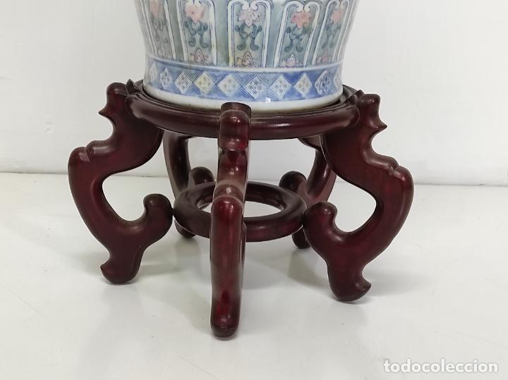 Antigüedades: Gran Jarrón Chino - Porcelana Azul y Rosa - Con Peana - Altura Total 101 cm - Foto 2 - 288486033