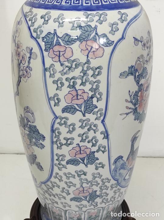 Antigüedades: Gran Jarrón Chino - Porcelana Azul y Rosa - Con Peana - Altura Total 101 cm - Foto 13 - 288486033