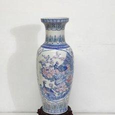 Antigüedades: GRAN JARRÓN CHINO - PORCELANA AZUL Y ROSA - CON PEANA - ALTURA TOTAL 101 CM. Lote 288486033