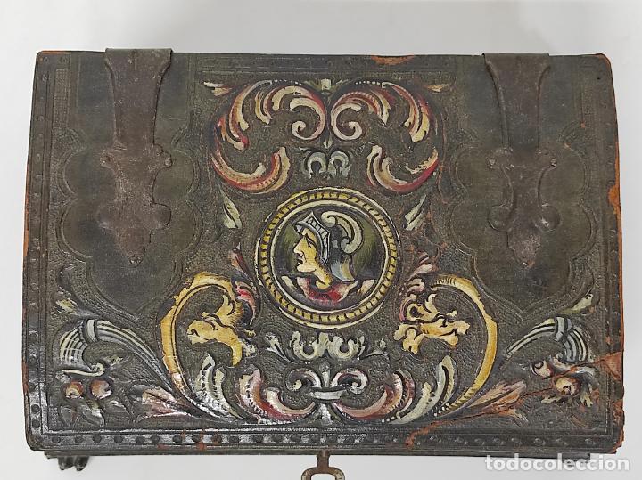 Antigüedades: Bonita Caja, Joyero Estilo Renacimiento - Madera y Cuero Policromado - Pies de Garra en Bronce - Foto 6 - 288487663