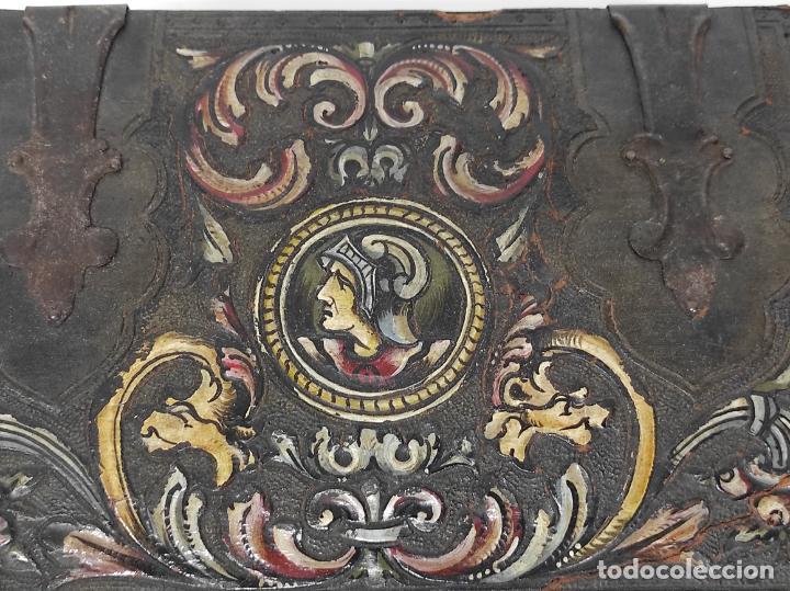 Antigüedades: Bonita Caja, Joyero Estilo Renacimiento - Madera y Cuero Policromado - Pies de Garra en Bronce - Foto 7 - 288487663