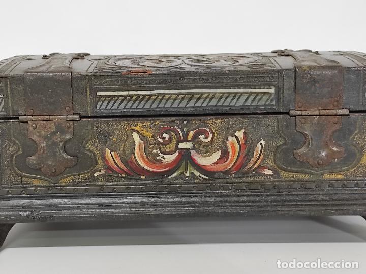 Antigüedades: Bonita Caja, Joyero Estilo Renacimiento - Madera y Cuero Policromado - Pies de Garra en Bronce - Foto 14 - 288487663