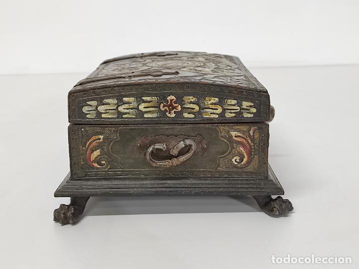 Antigüedades: Bonita Caja, Joyero Estilo Renacimiento - Madera y Cuero Policromado - Pies de Garra en Bronce - Foto 15 - 288487663