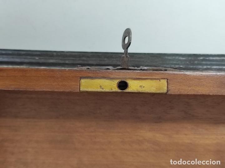 Antigüedades: Bonita Caja, Joyero Estilo Renacimiento - Madera y Cuero Policromado - Pies de Garra en Bronce - Foto 18 - 288487663
