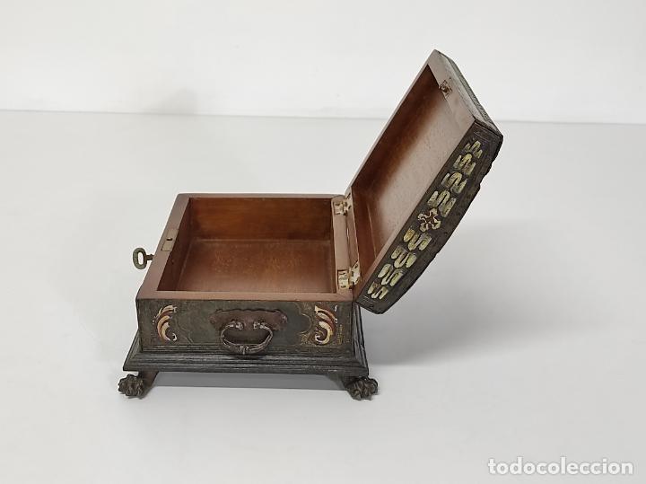 Antigüedades: Bonita Caja, Joyero Estilo Renacimiento - Madera y Cuero Policromado - Pies de Garra en Bronce - Foto 22 - 288487663