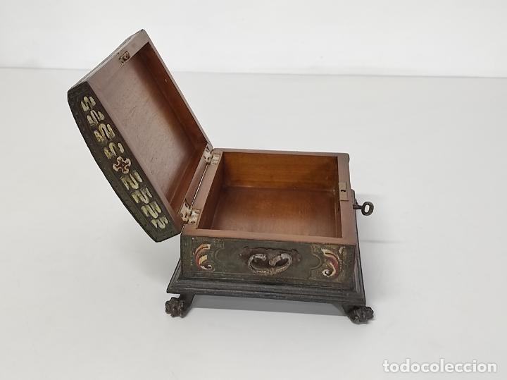 Antigüedades: Bonita Caja, Joyero Estilo Renacimiento - Madera y Cuero Policromado - Pies de Garra en Bronce - Foto 24 - 288487663