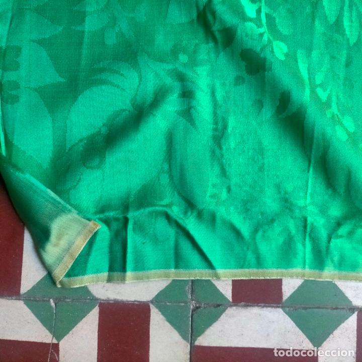 Antigüedades: ANTIGUO DAMASCO SEDA VERDE CON DIBUJOS CLASICOS DE GRANADAS IDEAL CASULLA MANTO VIRGEN SEMANA SANTA - Foto 13 - 288554628