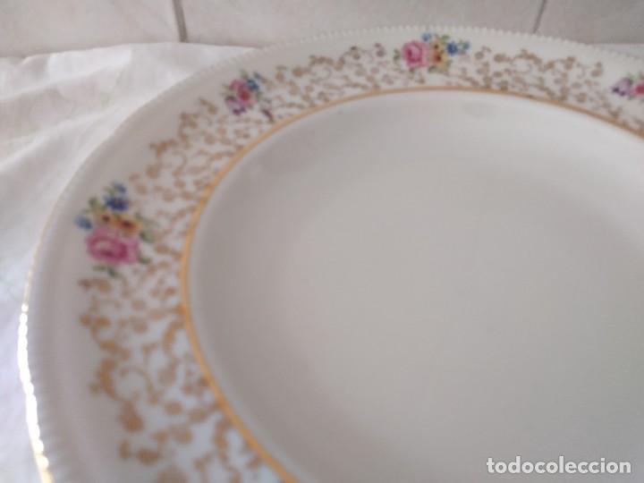 Antigüedades: Lote de 2 preciosos platos hondos de porcelana r bavaria,decorados con flores y oro - Foto 5 - 288570243