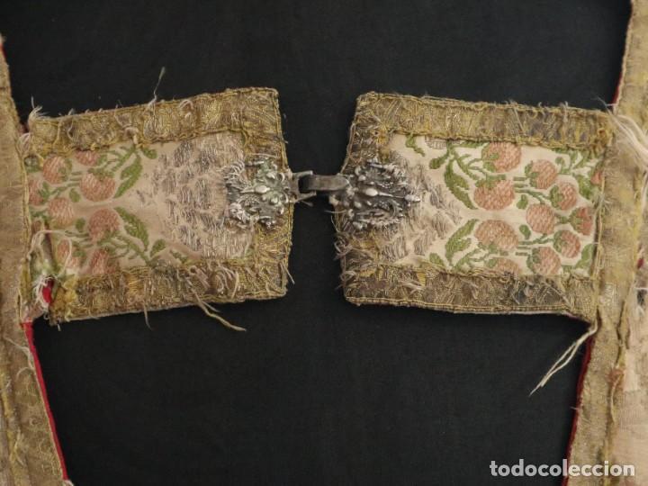 Antigüedades: Capa pluvial confeccionada en seda espolinada y brocada. España, siglo XVIII. - Foto 3 - 288574503