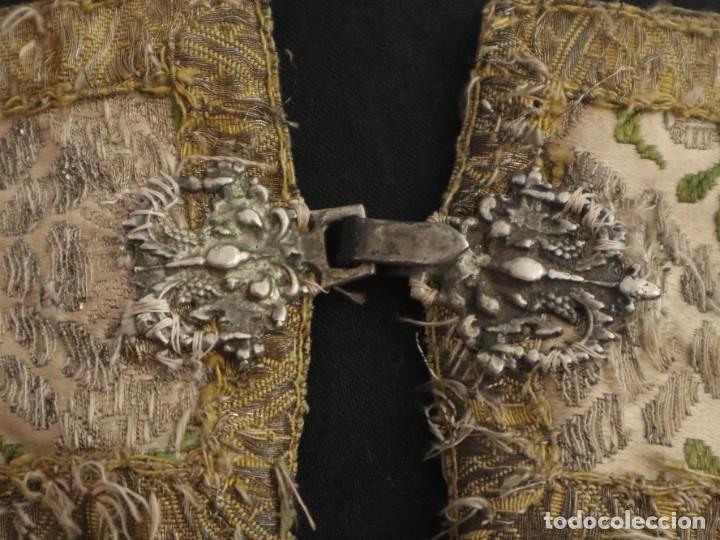 Antigüedades: Capa pluvial confeccionada en seda espolinada y brocada. España, siglo XVIII. - Foto 4 - 288574503
