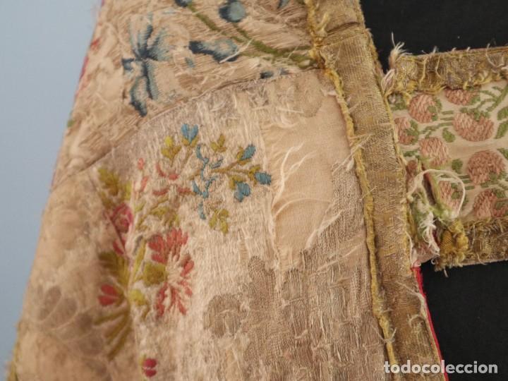 Antigüedades: Capa pluvial confeccionada en seda espolinada y brocada. España, siglo XVIII. - Foto 6 - 288574503