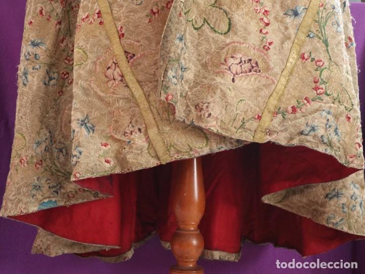 Antigüedades: Capa pluvial confeccionada en seda espolinada y brocada. España, siglo XVIII. - Foto 8 - 288574503