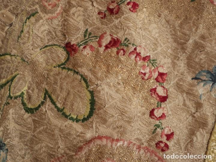 Antigüedades: Capa pluvial confeccionada en seda espolinada y brocada. España, siglo XVIII. - Foto 10 - 288574503