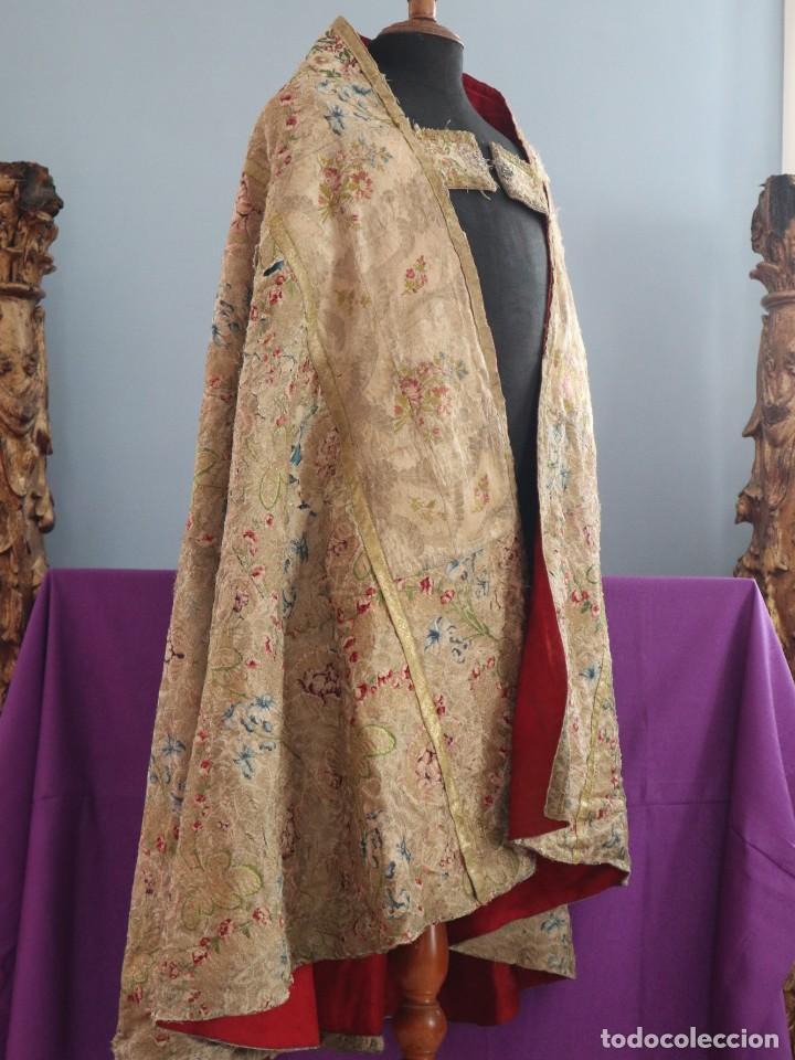 Antigüedades: Capa pluvial confeccionada en seda espolinada y brocada. España, siglo XVIII. - Foto 11 - 288574503