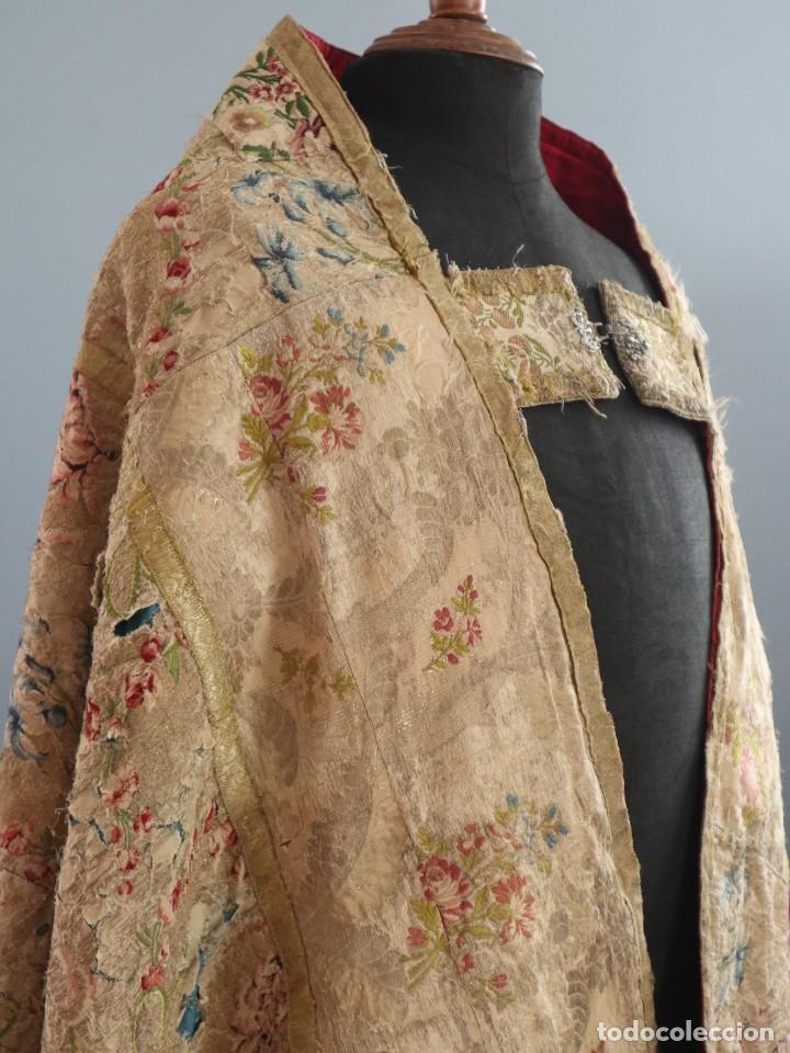 Antigüedades: Capa pluvial confeccionada en seda espolinada y brocada. España, siglo XVIII. - Foto 12 - 288574503