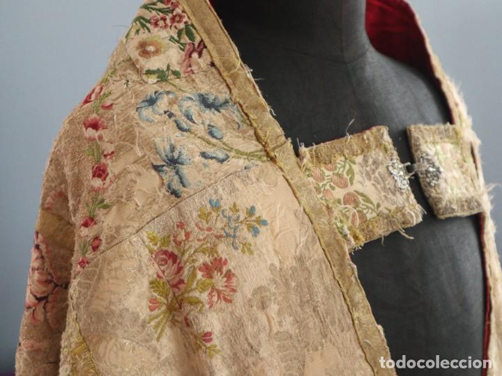 Antigüedades: Capa pluvial confeccionada en seda espolinada y brocada. España, siglo XVIII. - Foto 13 - 288574503