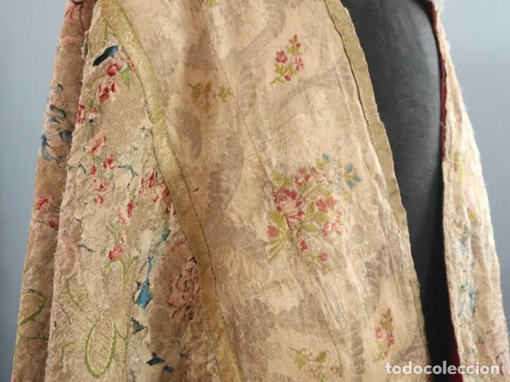 Antigüedades: Capa pluvial confeccionada en seda espolinada y brocada. España, siglo XVIII. - Foto 14 - 288574503