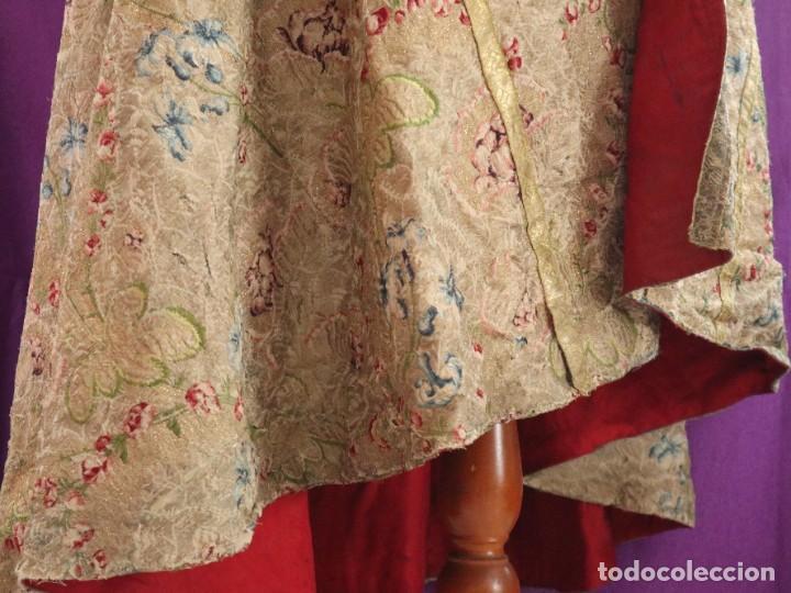 Antigüedades: Capa pluvial confeccionada en seda espolinada y brocada. España, siglo XVIII. - Foto 15 - 288574503