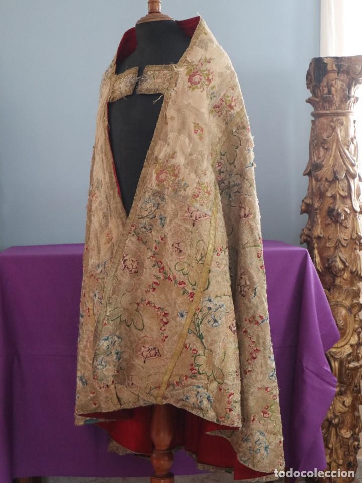 Antigüedades: Capa pluvial confeccionada en seda espolinada y brocada. España, siglo XVIII. - Foto 16 - 288574503