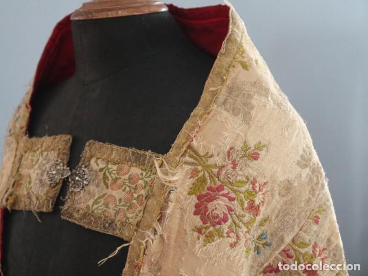 Antigüedades: Capa pluvial confeccionada en seda espolinada y brocada. España, siglo XVIII. - Foto 17 - 288574503