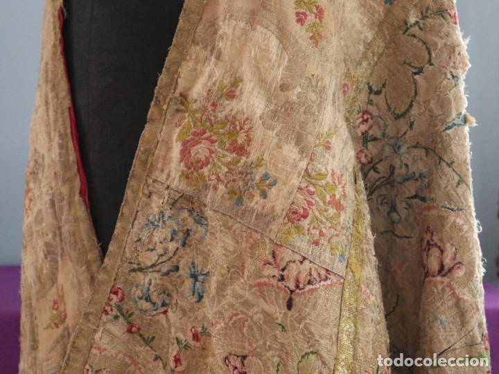 Antigüedades: Capa pluvial confeccionada en seda espolinada y brocada. España, siglo XVIII. - Foto 18 - 288574503