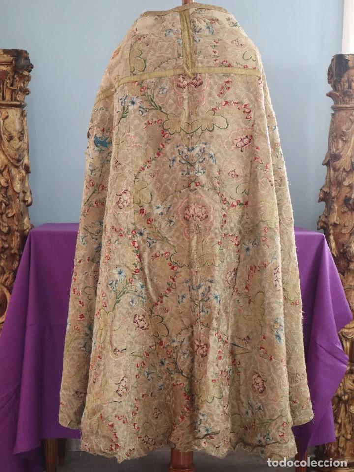 Antigüedades: Capa pluvial confeccionada en seda espolinada y brocada. España, siglo XVIII. - Foto 20 - 288574503