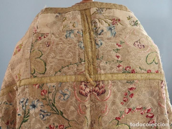 Antigüedades: Capa pluvial confeccionada en seda espolinada y brocada. España, siglo XVIII. - Foto 21 - 288574503