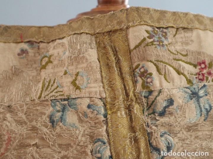 Antigüedades: Capa pluvial confeccionada en seda espolinada y brocada. España, siglo XVIII. - Foto 22 - 288574503
