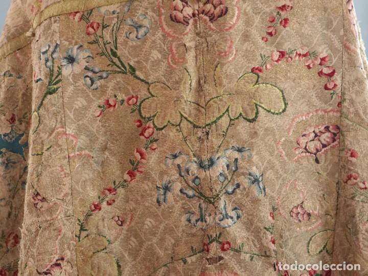 Antigüedades: Capa pluvial confeccionada en seda espolinada y brocada. España, siglo XVIII. - Foto 23 - 288574503
